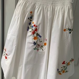 White Tory Burch skirt with embroidery